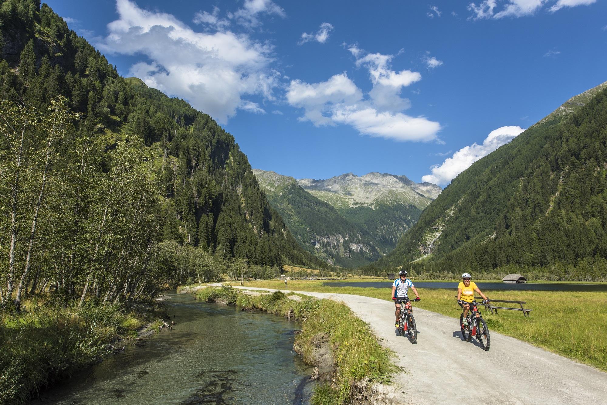 s kolesom raziščite kolesarsko pot Alpe-Adria v Mallnitzu