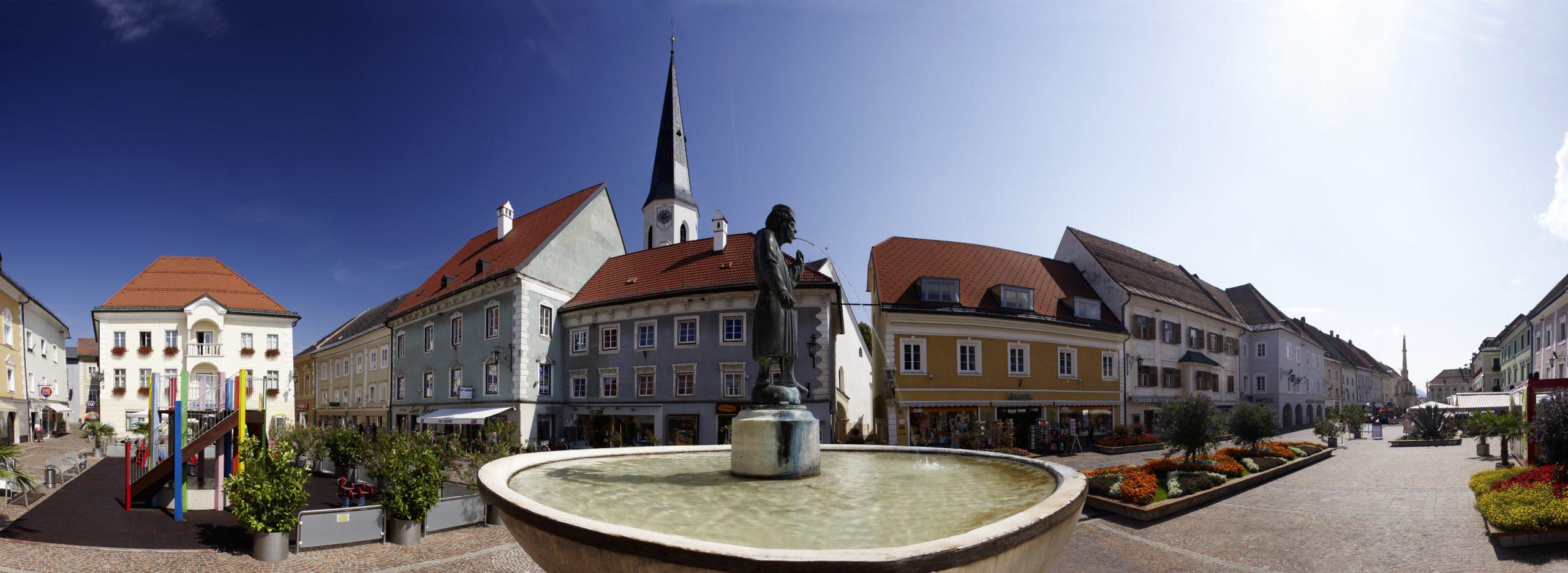 prachtvoller Hauptplatz in St. Veit lädt Radfahrer zum Bummeln ein