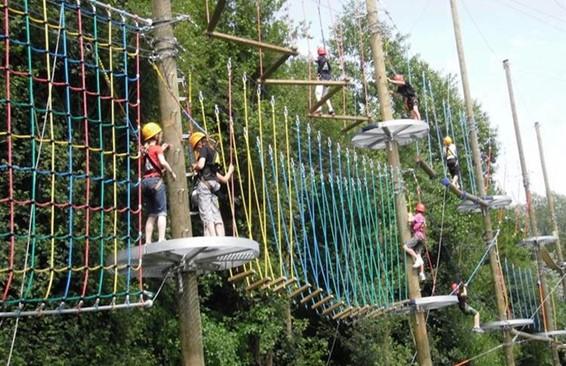 Plezier voor het hele gezin - hoog touwenparcours
