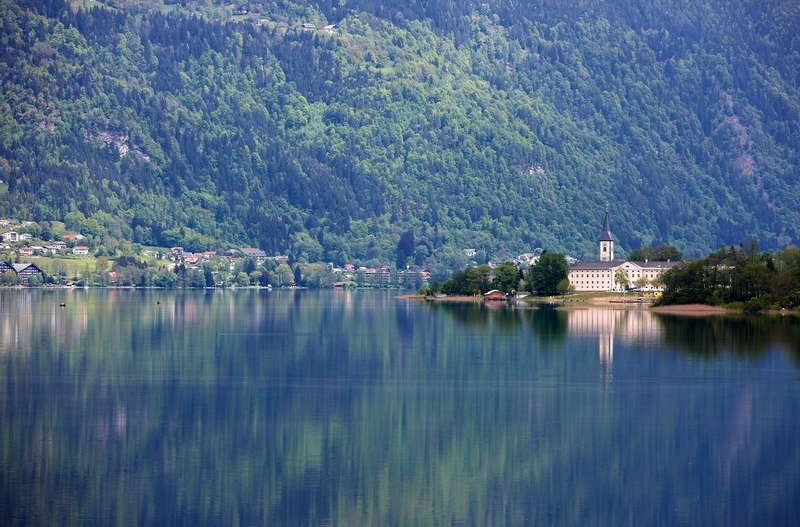 das Stift am Ossiacher See ist einen Besuch wert - tolle Erlebnisse im Radurlaub