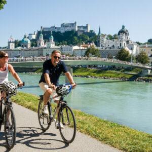 Kerékpározás a Salzach mentén Salzburg Mozart városától indulva