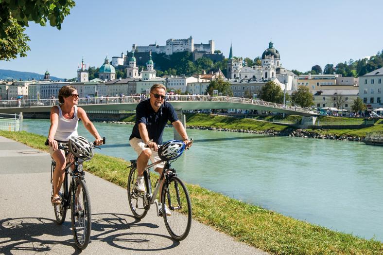 Radfahren entlang der Salzach ausgehend von der Mozartstadt Salzburg