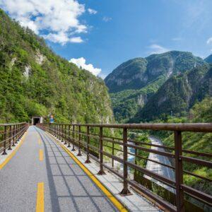 Traversez les Alpes à vélo et découvrez la diversité de l'Autriche et de l'Italie