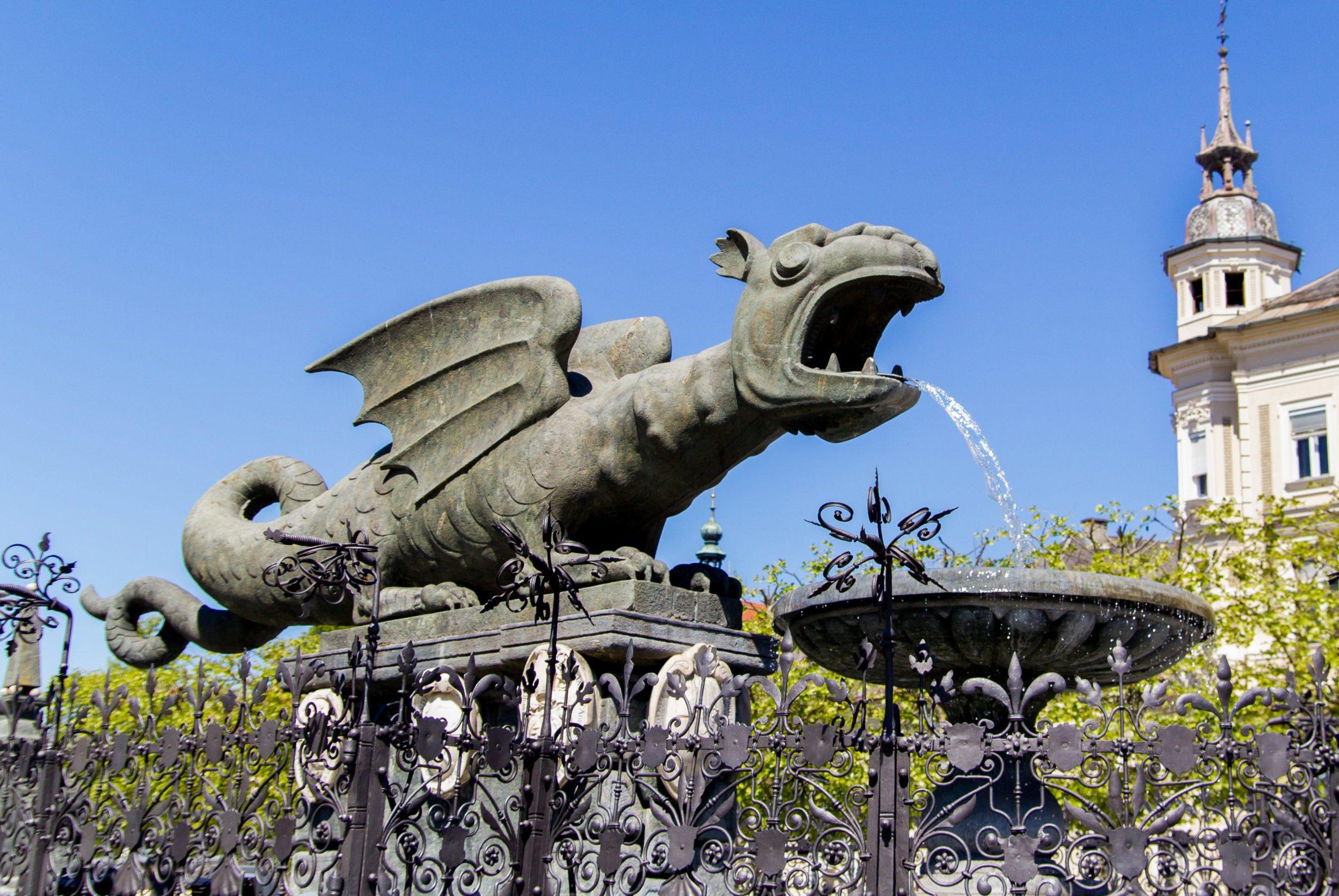 Visite à vélo du monument de Klagenfurt - le Lindwurmbrunnen