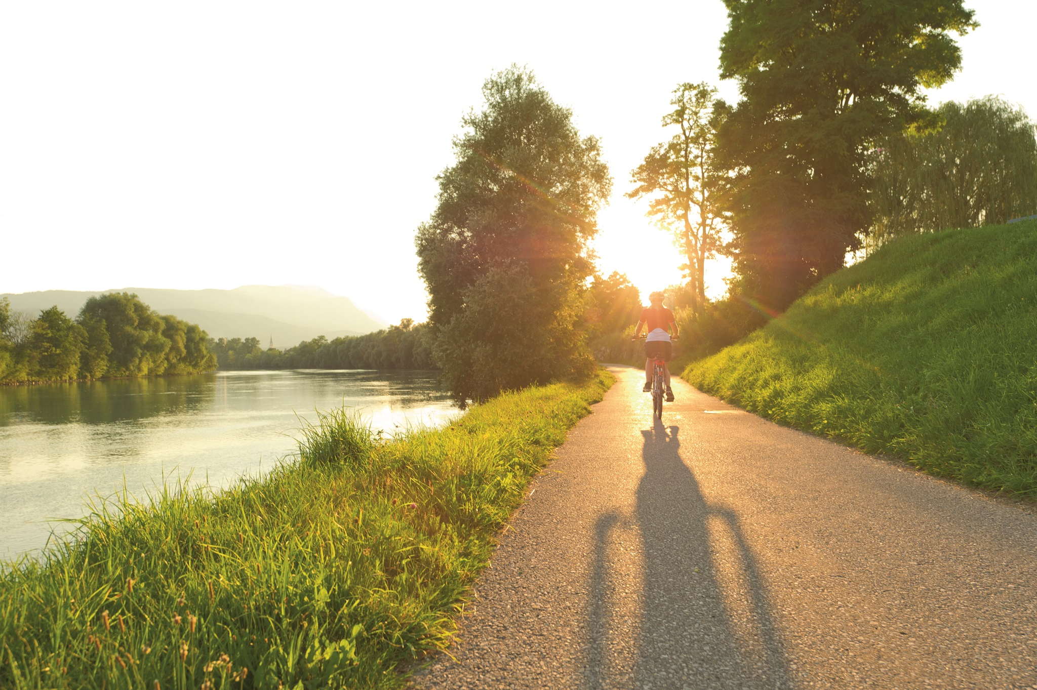 The 5-star Drau Cycle Path connects Italy, Austria, Slovenia, Croatia and Hungary along the Drava