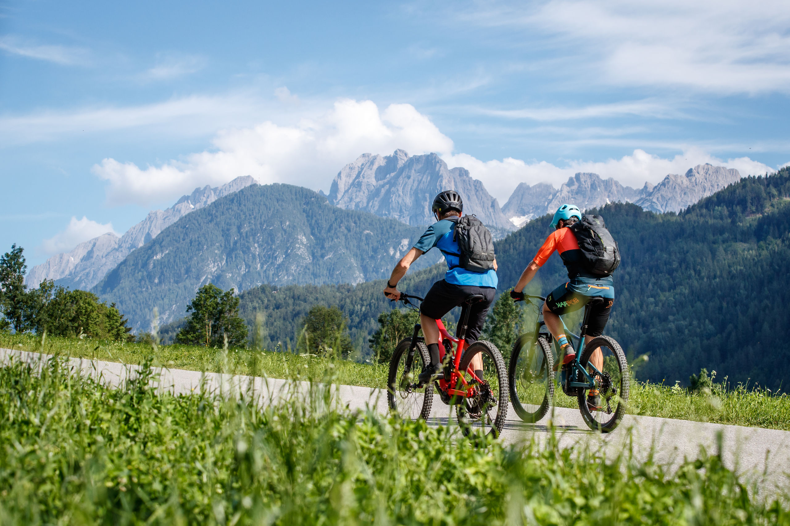 Cycle to Lienz accompanied by the panorama of the Dolomites