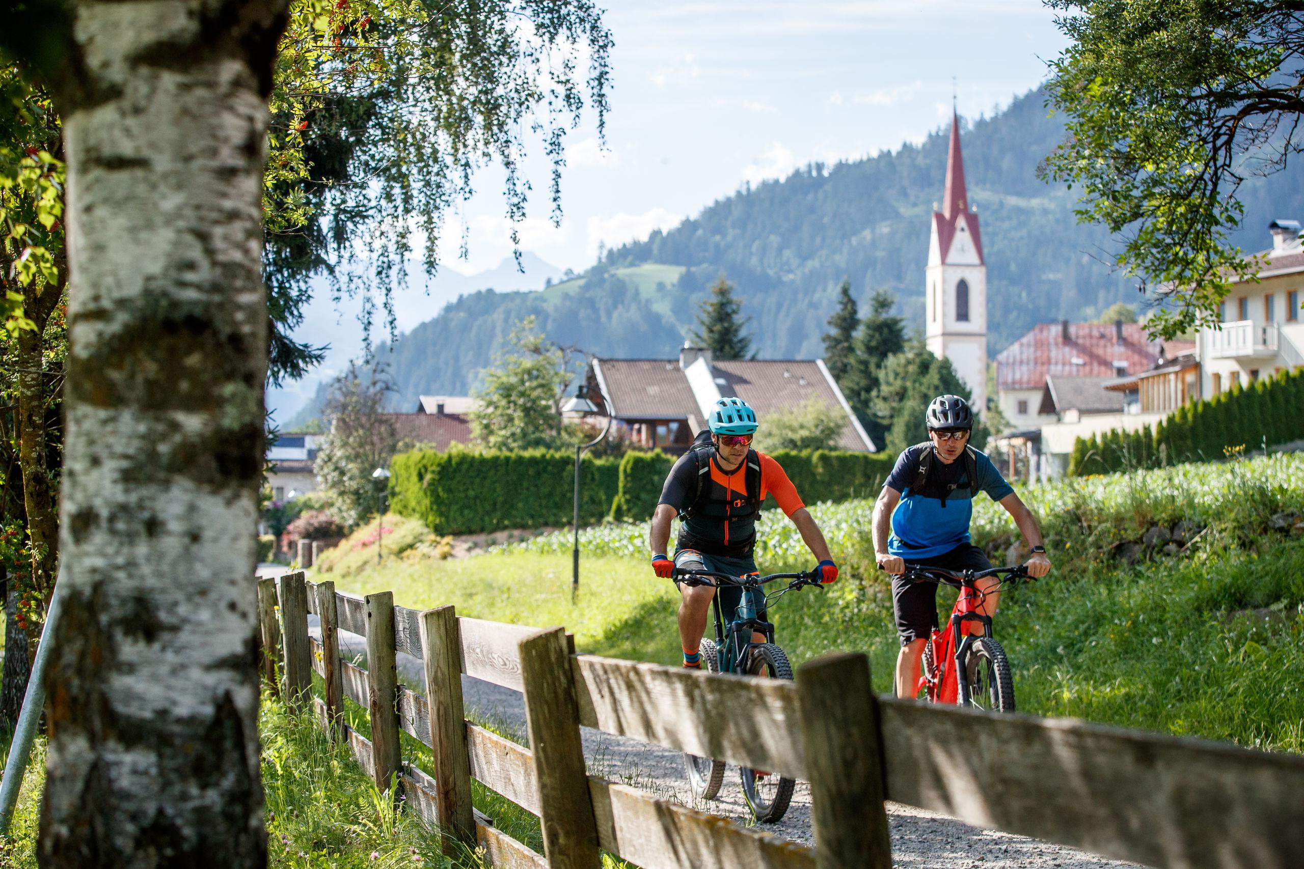 Esplora la soleggiata città di Lienz in Tirolo in bicicletta