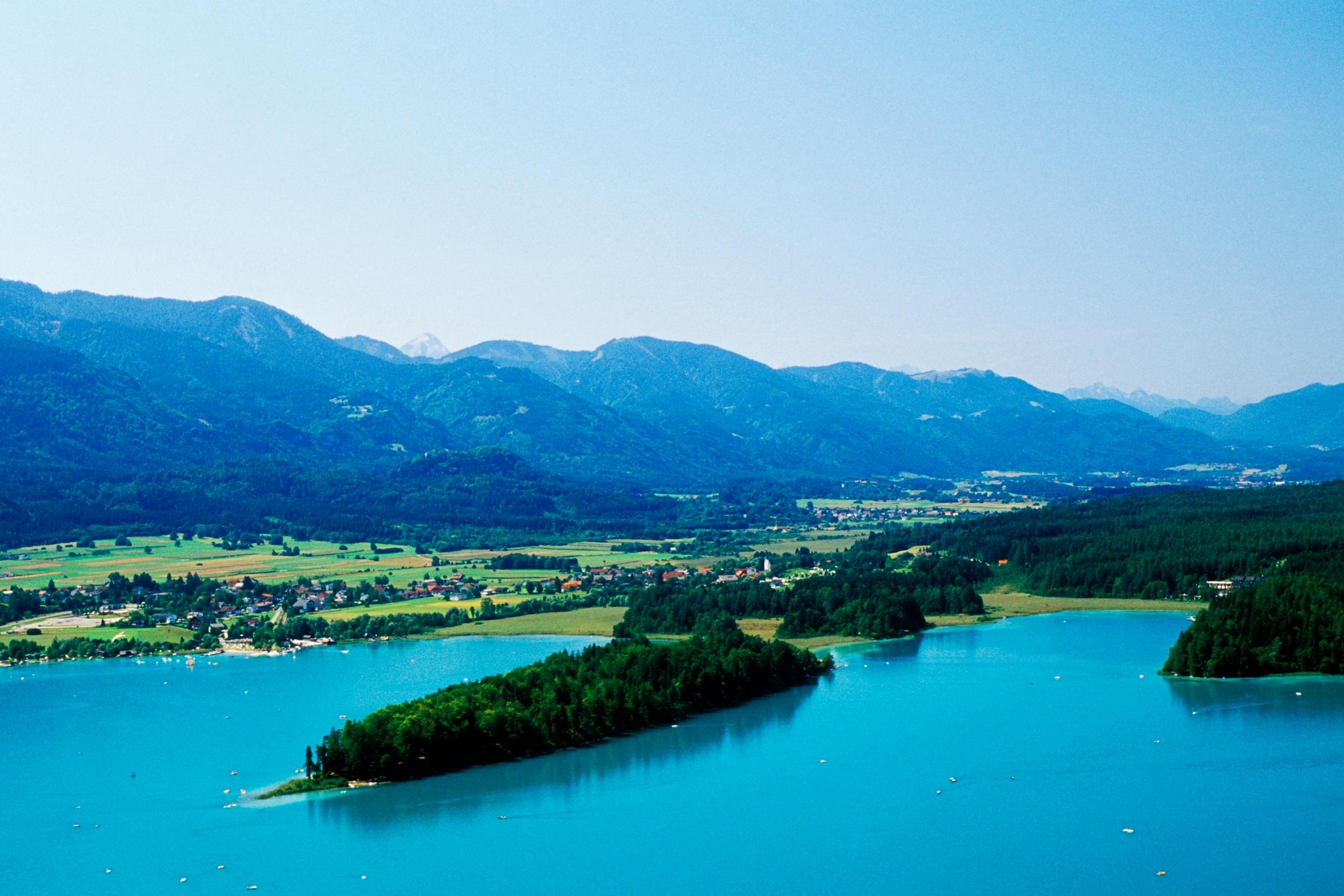 der türkisblaue Faakersee zählt zu den beliebtesten Badeseen in Kärnten