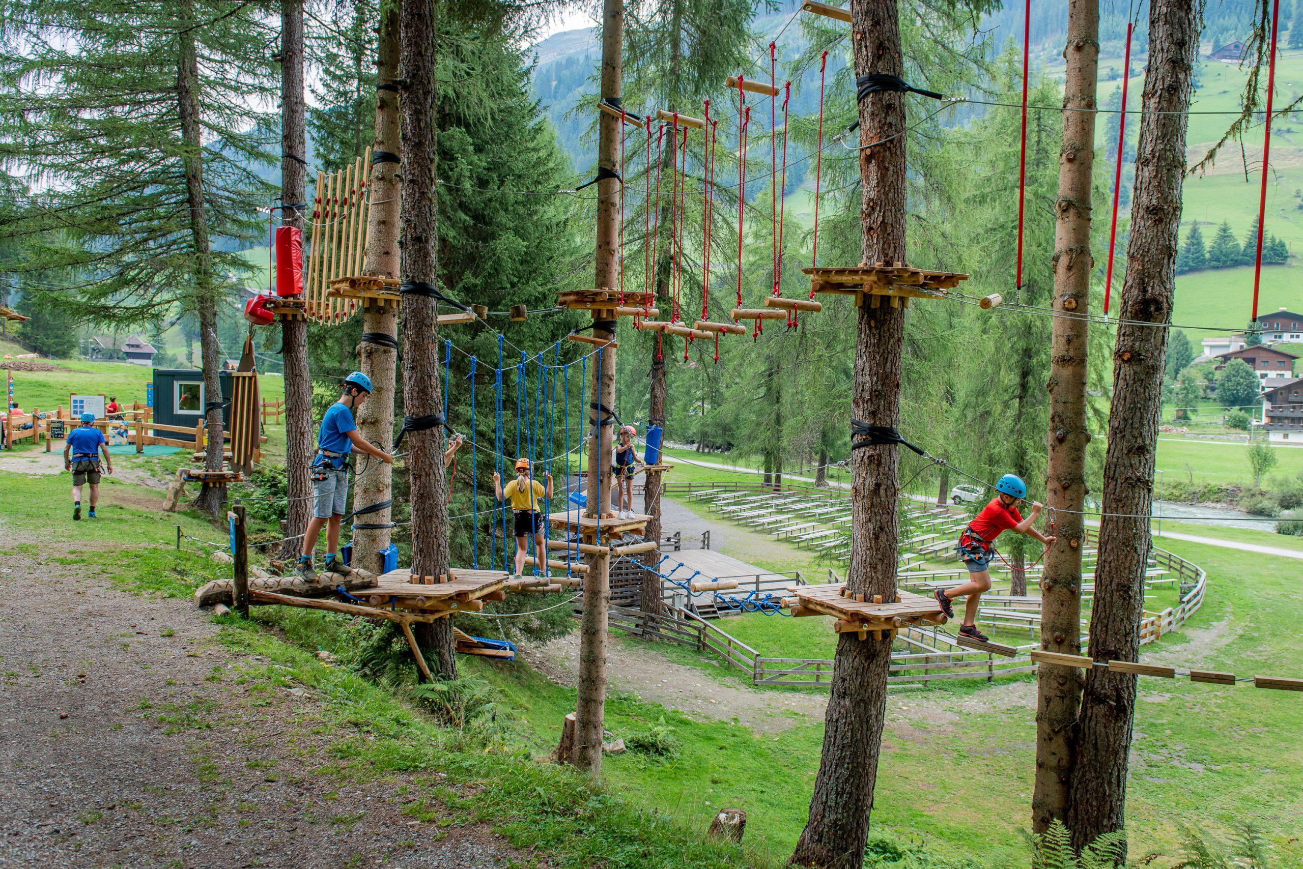 Zábava a dobrodruzi pro celou rodinu - v horolezeckém parku ve východním Tyrolsku