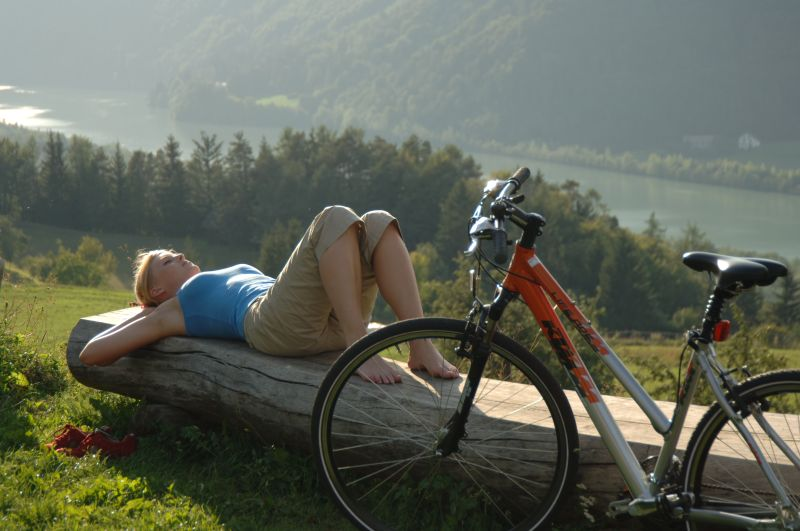 Treat yourself to an enjoyable break after a bike tour and enjoy the Carinthian landscape
