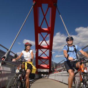 mit dem Rad über die Friedensbrücke Villach - ein toller Blick auf die Drau