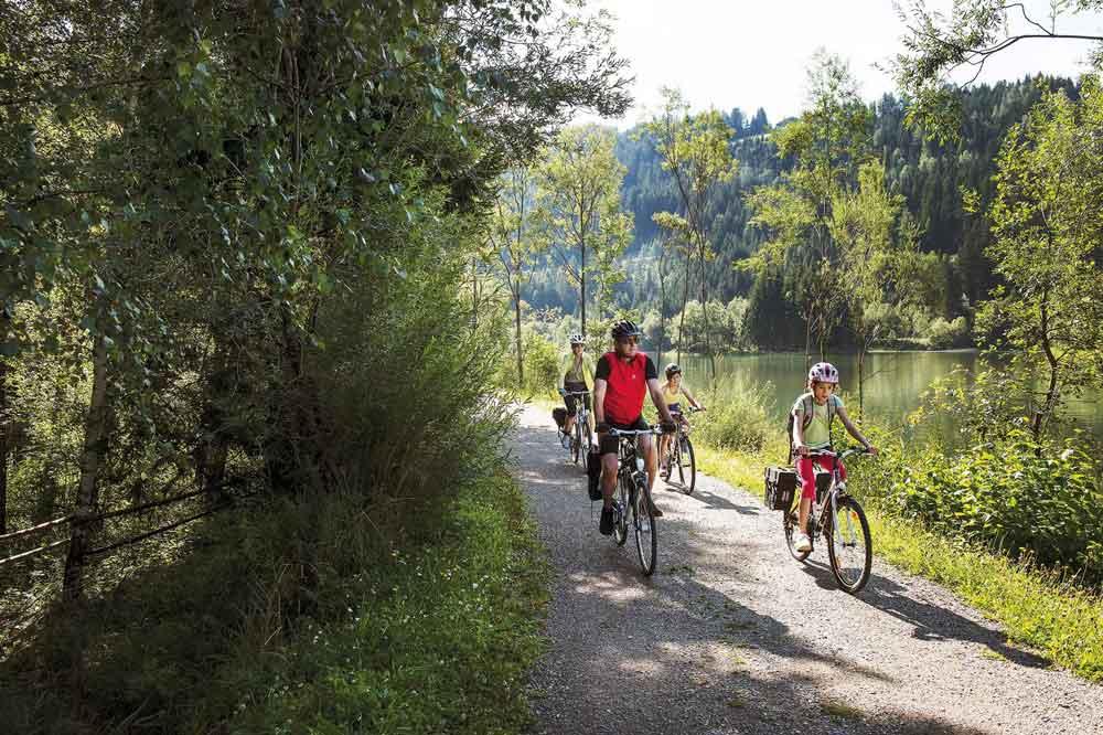 Explorez la piste cyclable de Drau en famille - des vacances riches en événements