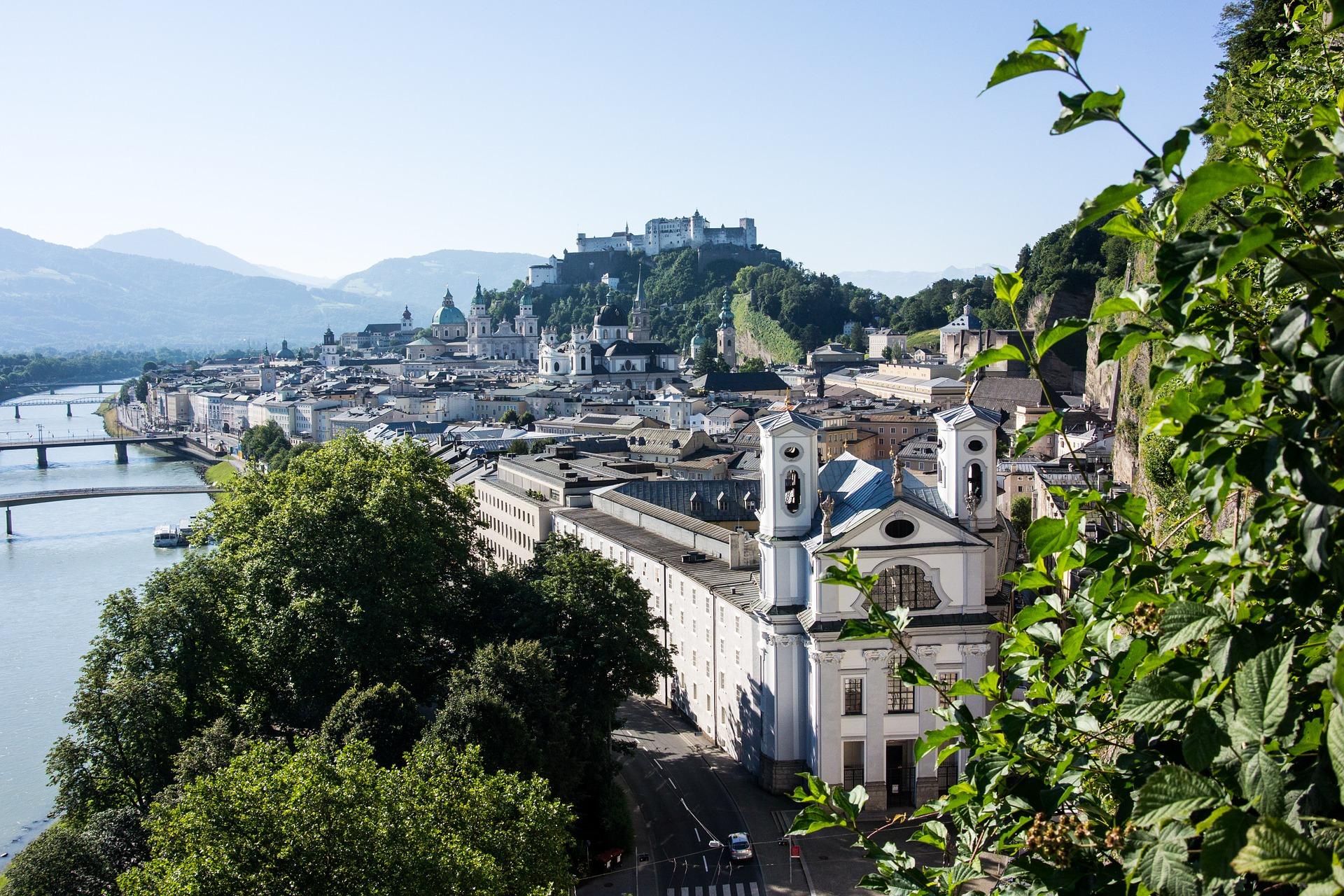 entlang der Salzach radeln Sie in die Stadt Salzburg - einen Besuch wert