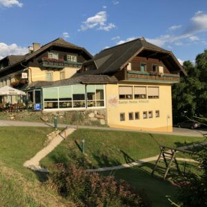 02 Sommer Hotel Westansicht