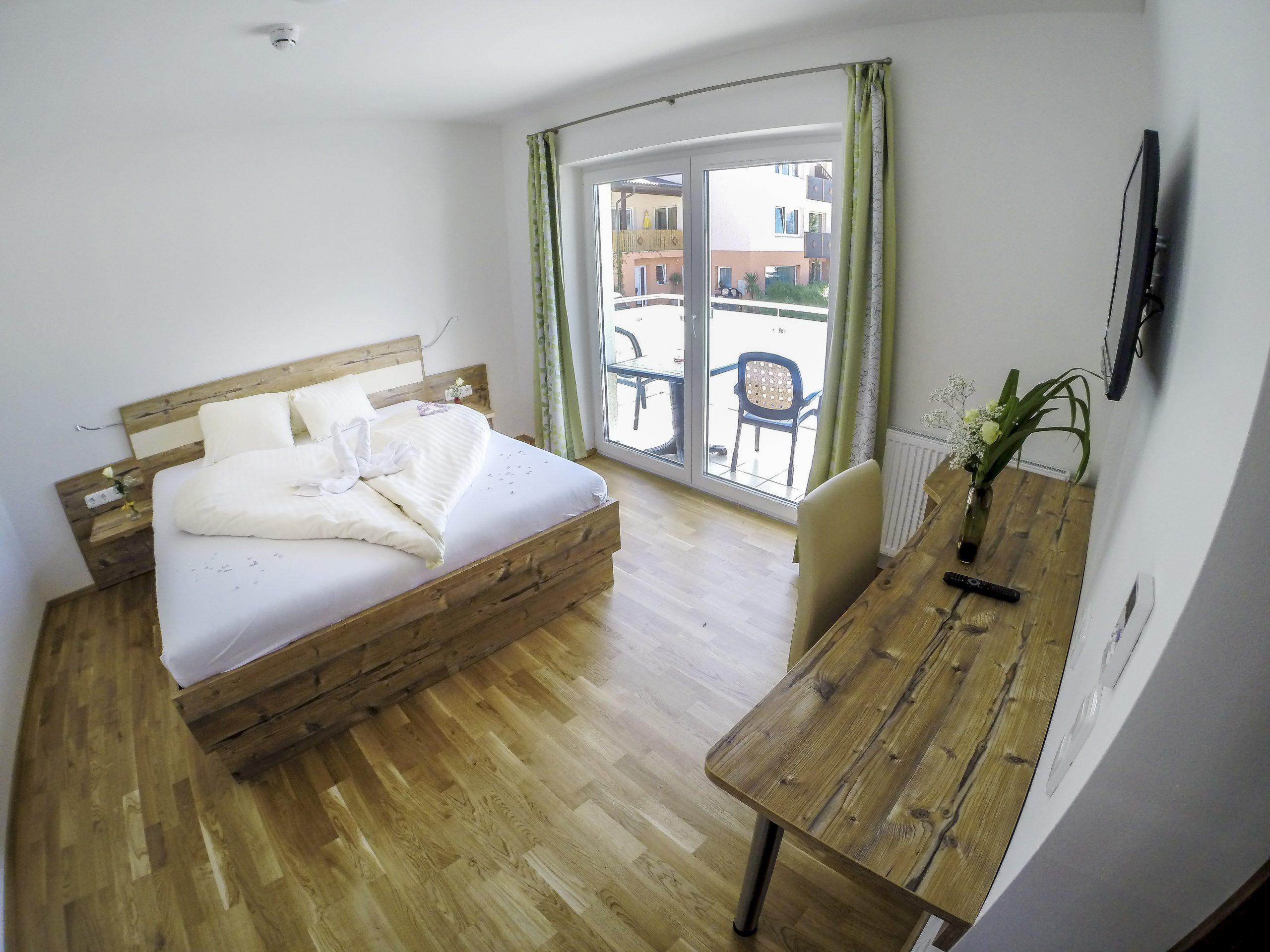 Doppelzimmer neu seitlich mit Balkon