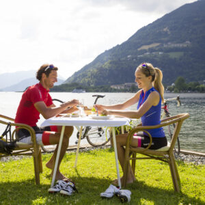 the Ossiacher See invites you to take a break - great experience - eating right on the lake