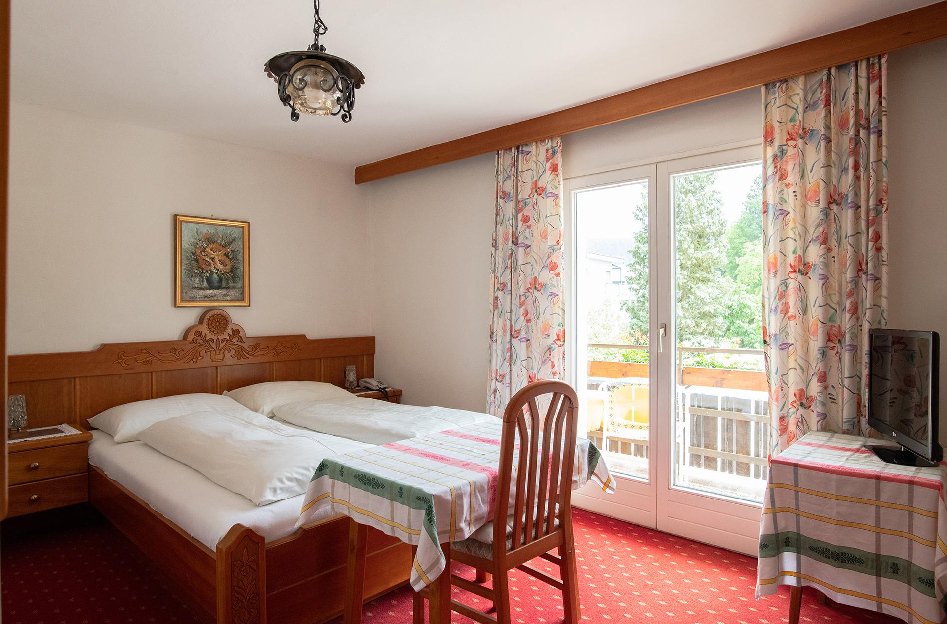 KLU16066 Hotel Rosenheim kétágyas szoba erkéllyel