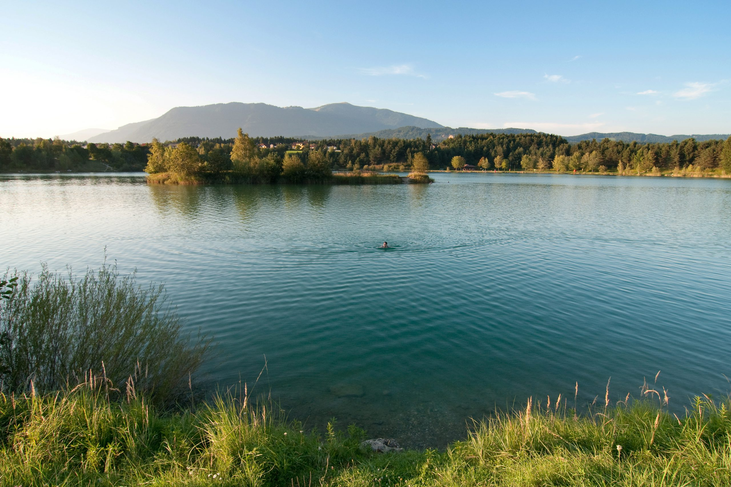 The Silbersee invites you to swim and cycle