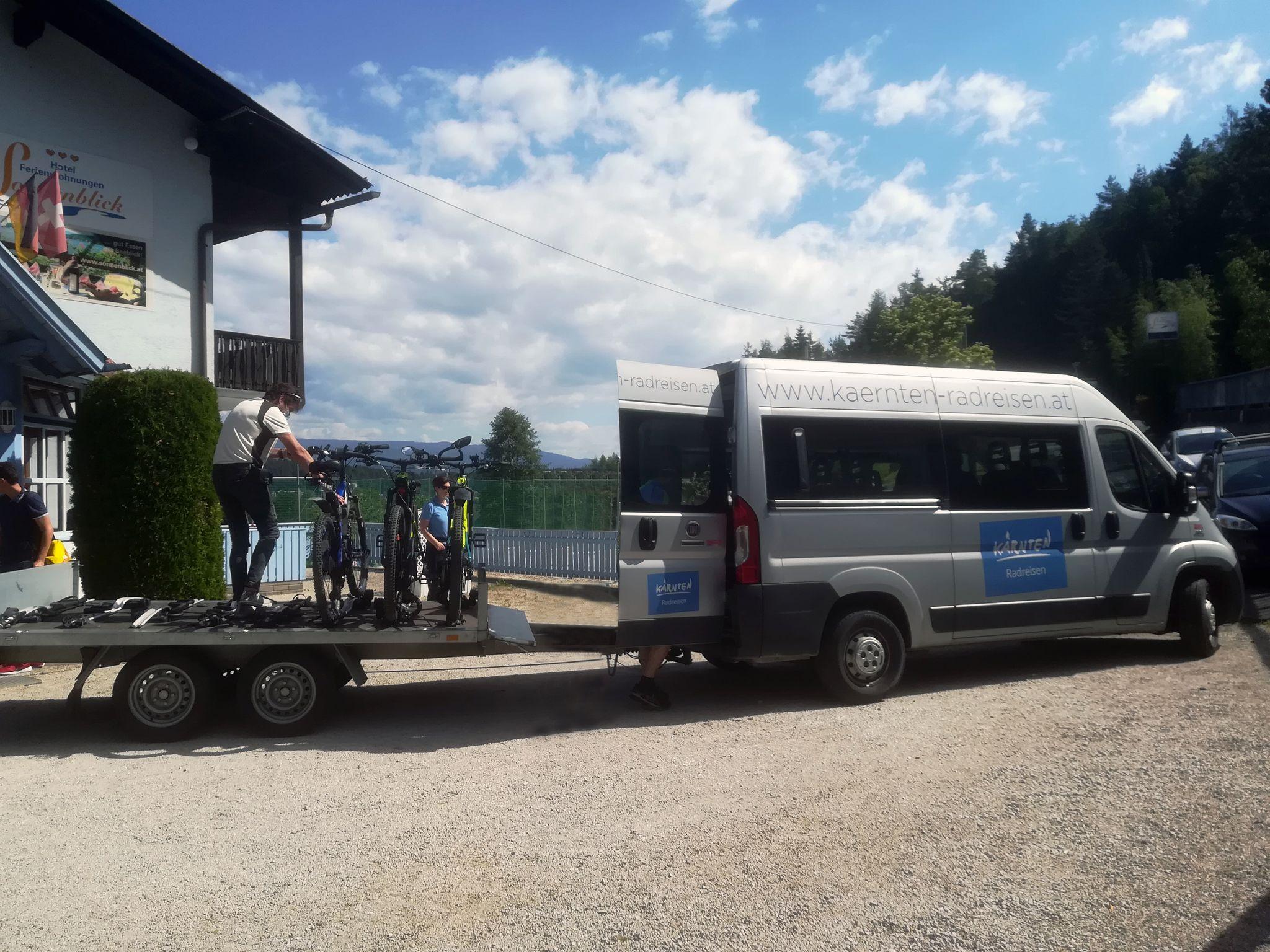 bequeme das Gepäck transportieren lassen - der Kärnten Radreisen Drauradwegbus
