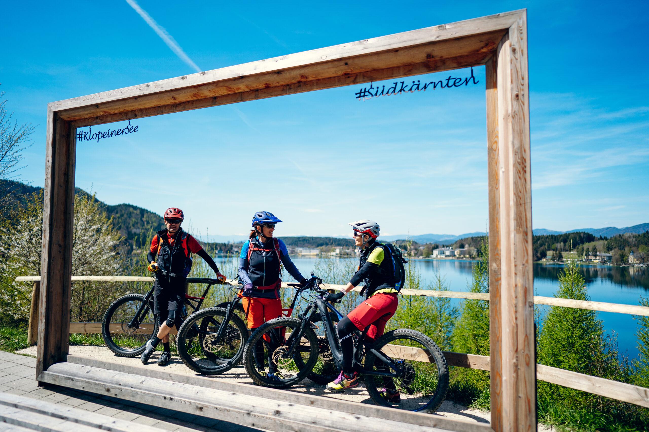 Genuss E Bike Radln Klopeiner See Fotorahmen Pause Mann Frauen Suedkaernten