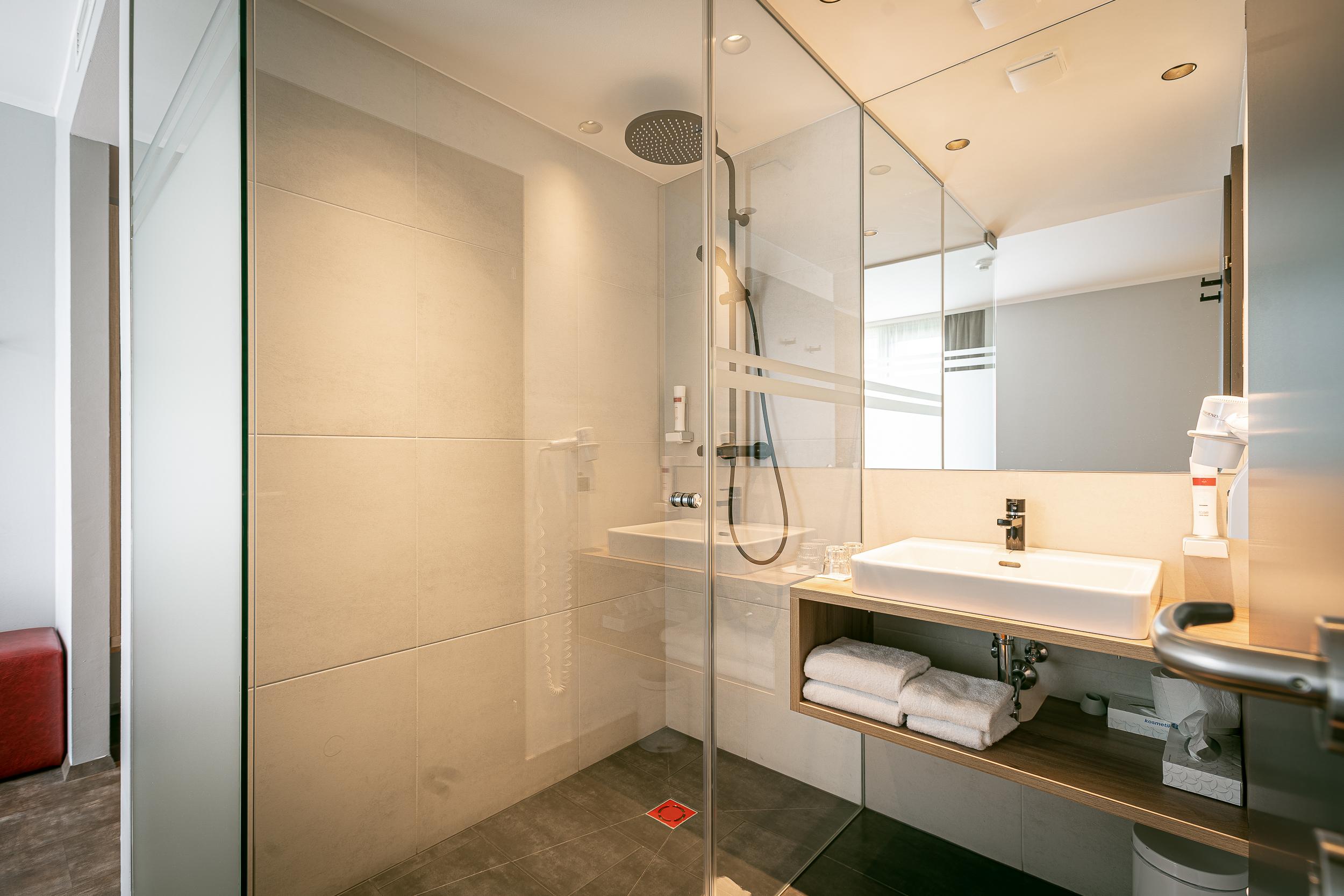 zimmer superior doppelzimmer ohne balkon bad hotel rocket rooms velden